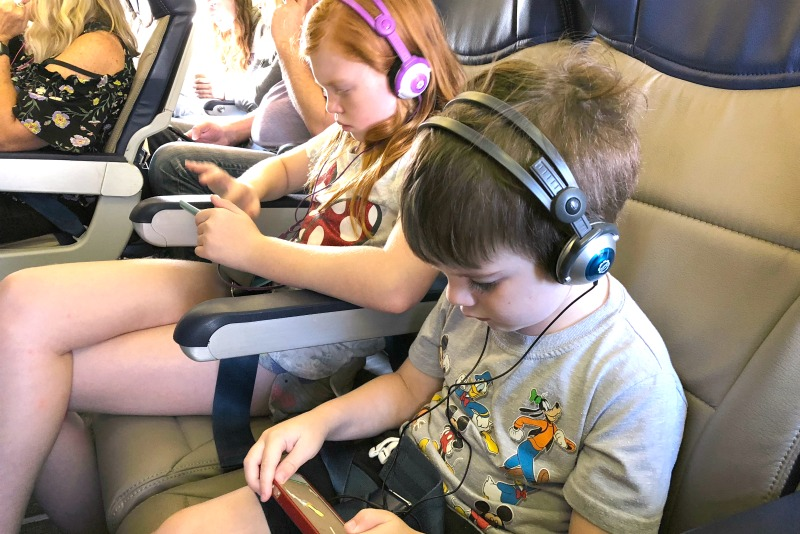 Best Ages to Fly with Kids - Elementary Aged Kids on Electronic devices