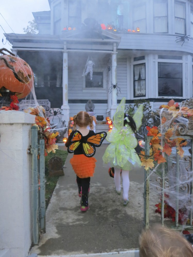 Alameda - Halloween Decorations