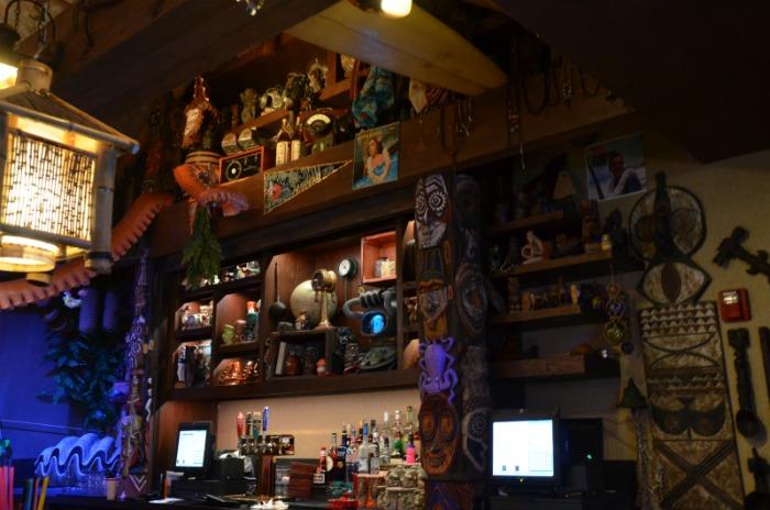 Trader Sams Walt Disney World Interior