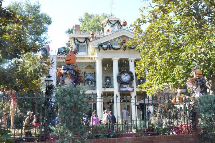 Disneyland vs. Disney World Haunted Mansion