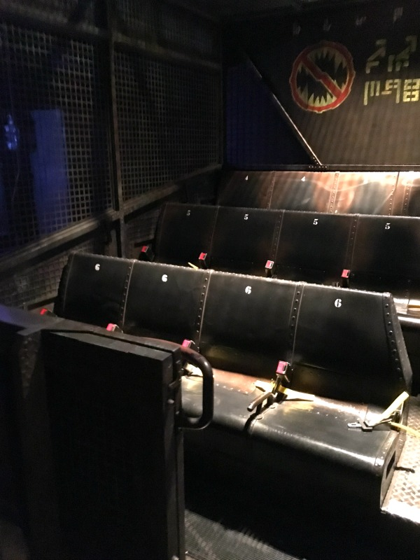Guardians of the Galaxy - Mission BREAKOUT! - Gantry Lift Seating