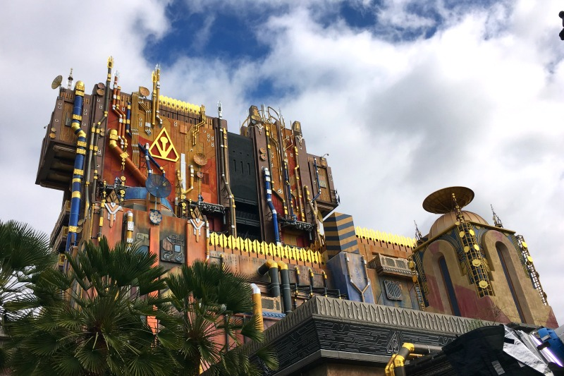 Guardians of the Galaxy Mission BREAKOUT - Ride Exterior