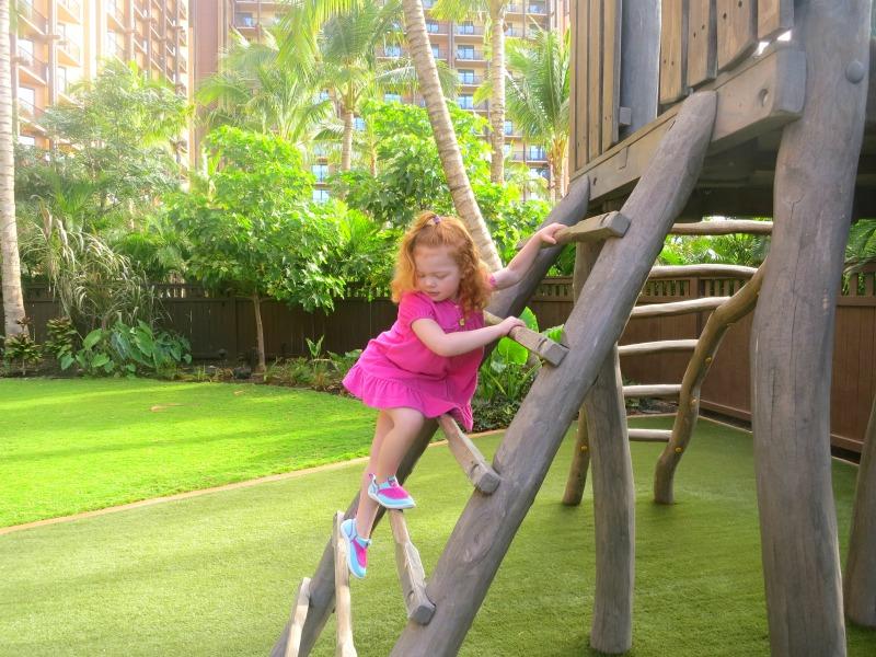 Disney Aulani Auntys Beach House - Backyard Play Structure