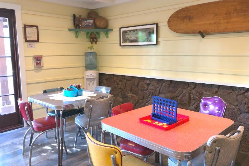 Disney Aulani Auntys Beach House - Coloring Tables