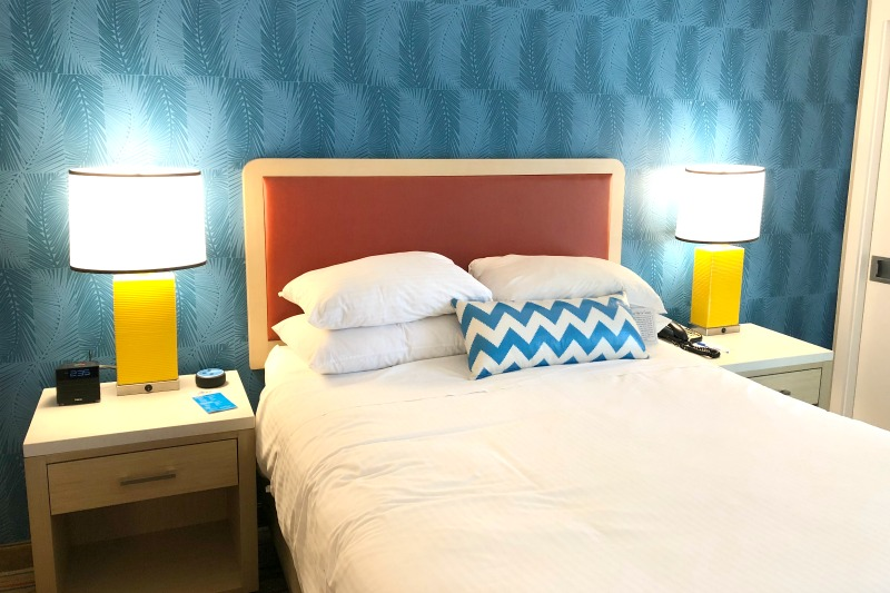 Howard Johnson Anaheim - Queen Bed Renovated Room