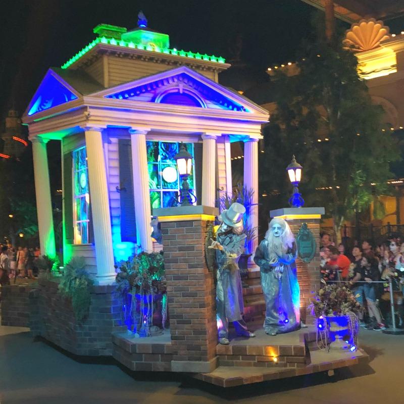 Oogie Boogie Bash Disneyland - Frightfully Fun Parade Haunted Mansion Float