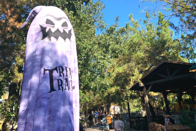 Oogie Boogie Bash Disneyland - Treat Trail