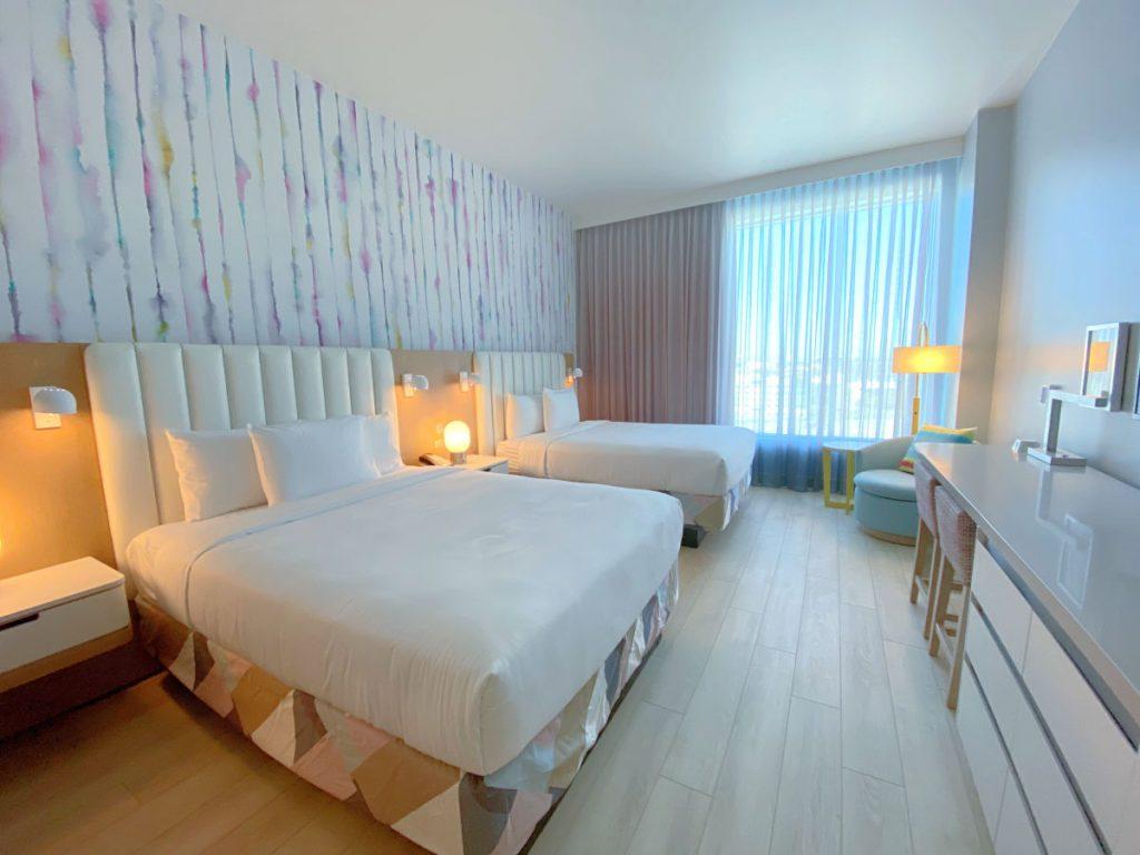 Radisson Blu Anaheim - 2 Queen Twin Bunk Room Beds