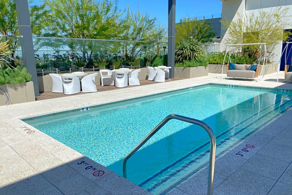 Radisson Blu Anaheim - Rooftop Pool