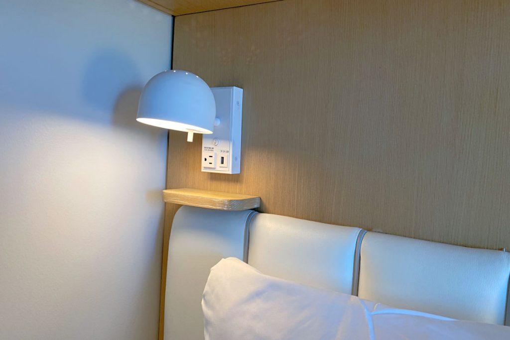 Radisson Blu Anaheim - Room reading lights and charging ports