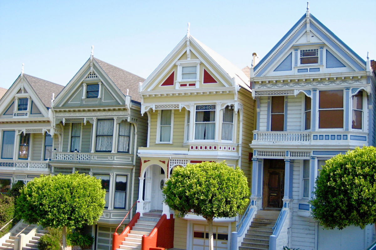 Alamo Square in San Francisco is a popular spot for a family-friendly Full House style picnic.