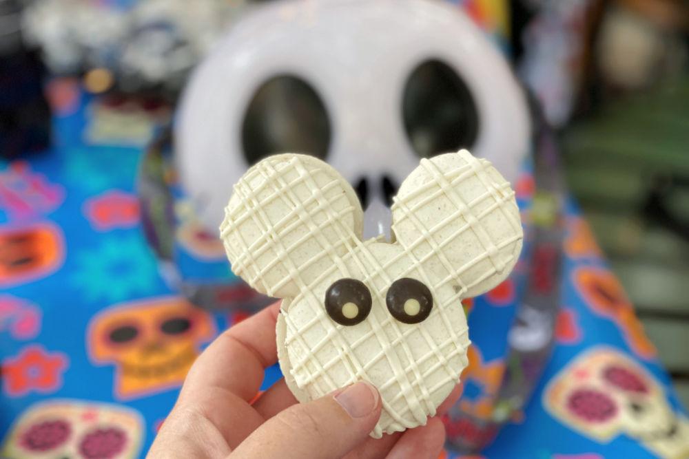 Disneyland Halloween Time Mickey macaron